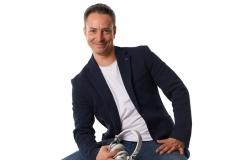 Bílé repro, sluchátky i boty :-) DJ Radek Šiml