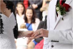 prstýnky na svatbě - dj na svatbu
