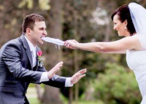 Svatební hra sundavání podvazku