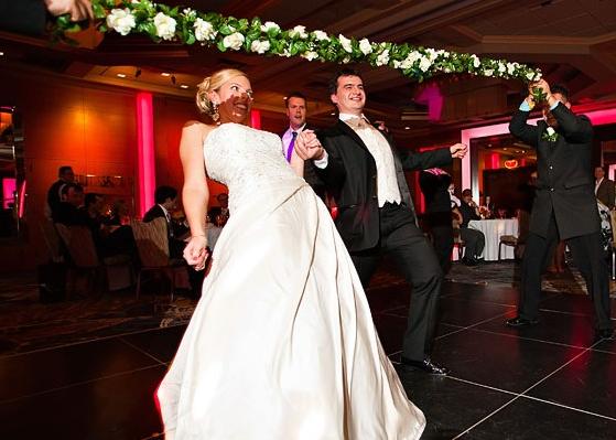 Svatebí hra tanec pod laťkou