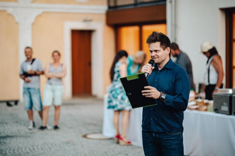 Důležitost svatebních her a moderátora